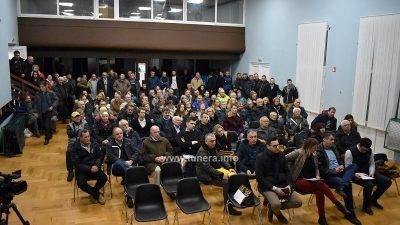 FOTO Zbor građana u Jadranovu – Gradnja luke Perčin podijelila Jakovare