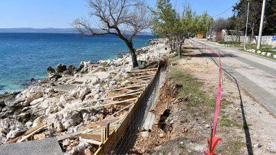 Nastavlja se uređenje plaža u Novom Vinodolskom