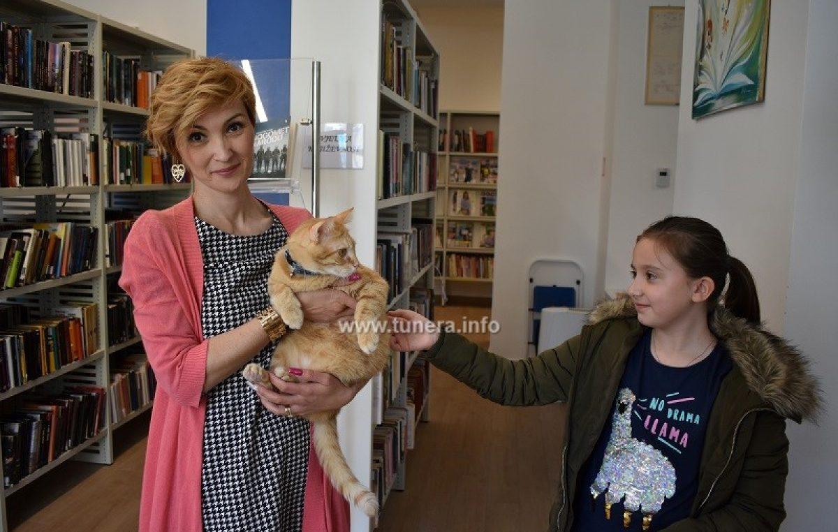 U OKU KAMERE U crikveničkoj knjižnici dočekat će vas mačak Car Edgar