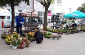 FOTO Usprkos kiši, Senjani kupovali cvijeće i sadnice