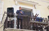 VIDEO U Novom se zapjevalo s balkona