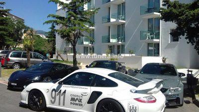 FOTO Novi val luksuza u Novom: Skupocjeni auti i party na San Marinu