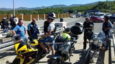 VIDEO/FOTO Bikeri blokirali Krčki most – U znak prosvjeda protiv naplate, mostarinu plaćali lipama