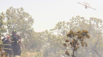 FOTO Buknuo požar uz prugu na dionici Škrljevo – Meja, u pomoć stigli kanaderi