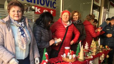 Humanitarnom prodajom božićnih ukrasa krenuo advent u Senju